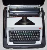 Olympia SM9 típusú régi német táska írógép ékezet