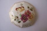 Virágos díszítésű Porcelán fedő