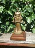 H Müller Női alak szobor