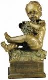 Puttó, ülő, szőlőfürtös bronz szobor kisplasztika
