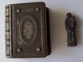 Szentolvasó tartó tok kis Szent Antal szoborral